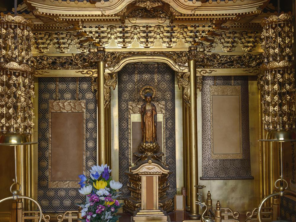 彦根仏壇は、大型金箔仏壇の中でも高級品の代名詞